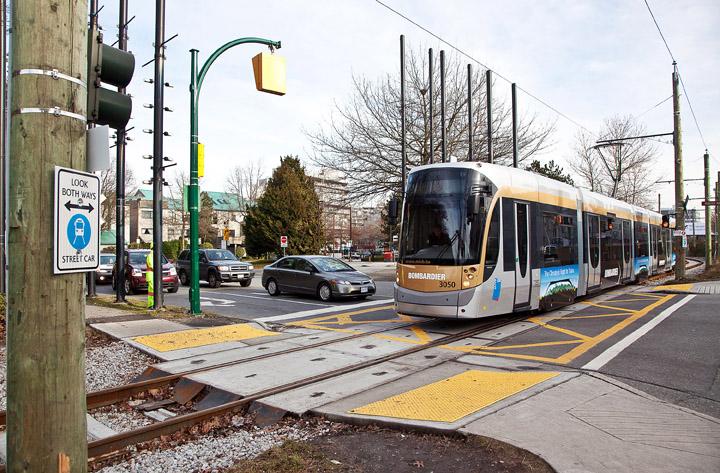 Brüsseler Zug auf der olympischen Kurzstrecke in Vancouver (Foto: Bombardier)