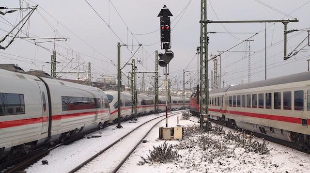 ICE-Doppeleinheit und IC in Düsseldorf Hbf