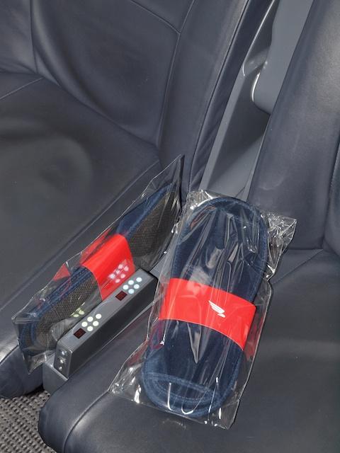 Pantoffel liegen zur Entspannung der erstklassigen Reisenden bereit